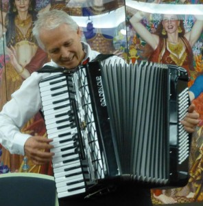 Francesco plays La Spagnola on his piano accordion