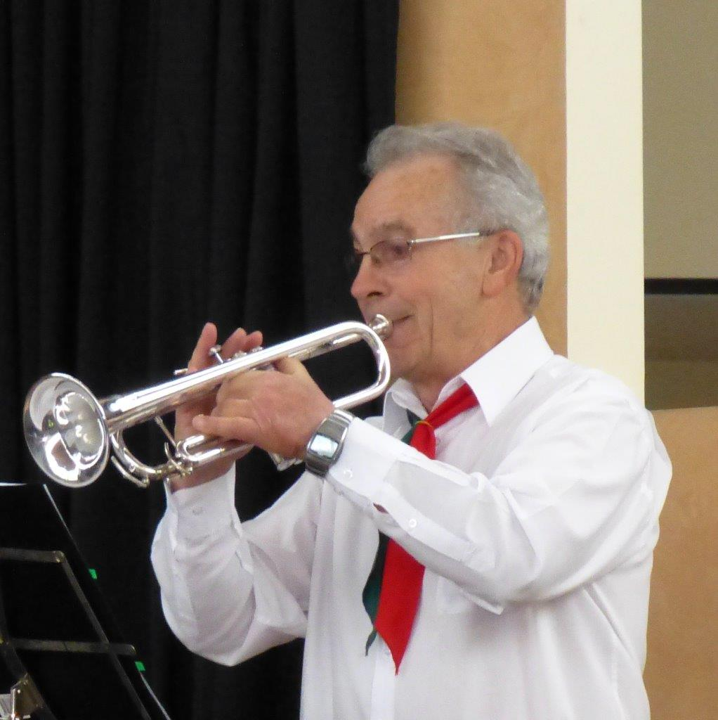 Saverio Palma paying the trumpet during a DMV performance