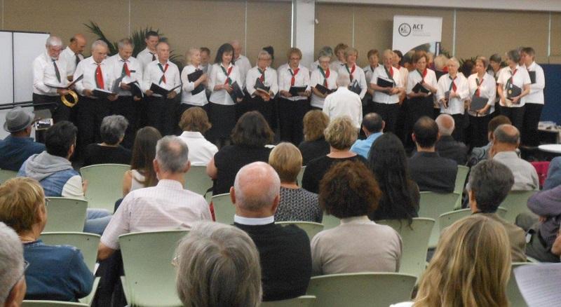 Il coro Dante Musica Viva diretto dal maestro Francesco Sofo